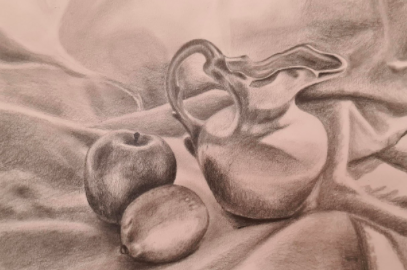 The texture of this vase and fruit still life by Skillshare student Ellen B. is almost palpable.