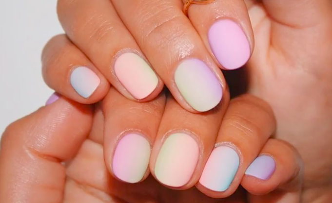 Color fade nails