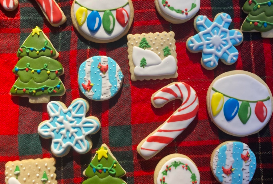 With easy recipes and a few tools, you'll be creating your own decorated cookies like these, created by Skillshare student Kristy Davis.