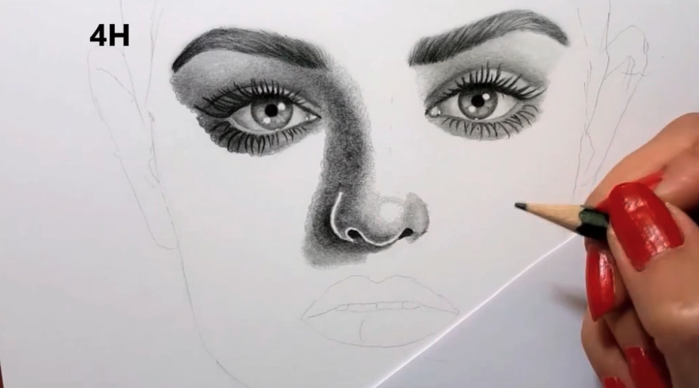 Darker and lighter shading techniques allow you to frame the face with shadows.