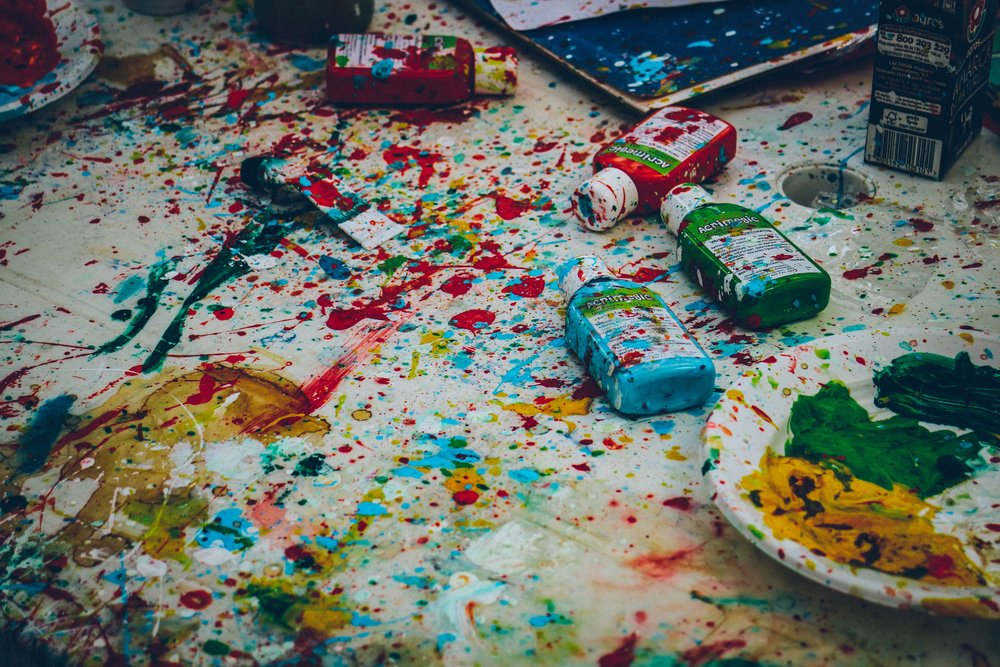 Brace yourself: paint splatter art is messy. But that's kind of the point. ( image source )