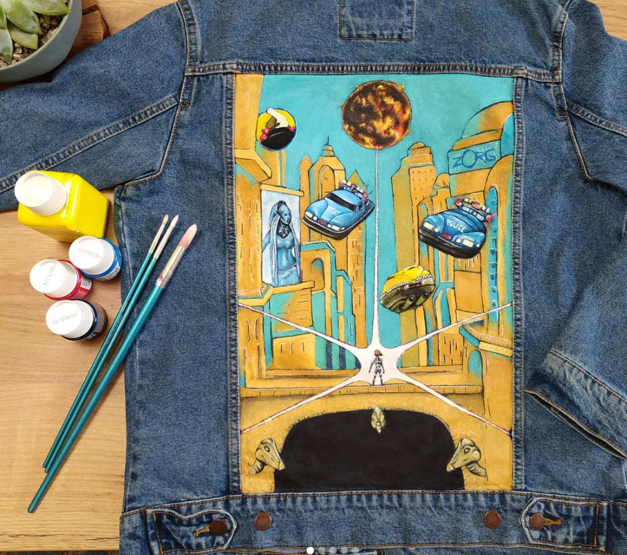 Source: Instagram   @morgane.leveque_     You'll use different best practices for painting a fabric like denim then you would for linen or canvas.