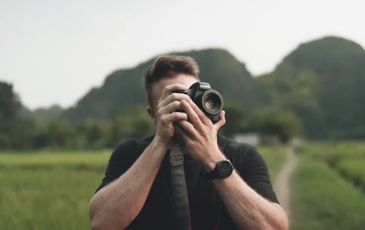 Travel and lifestyle photographer Sean Dalton in a still from his Skillshare course on photography essentials.